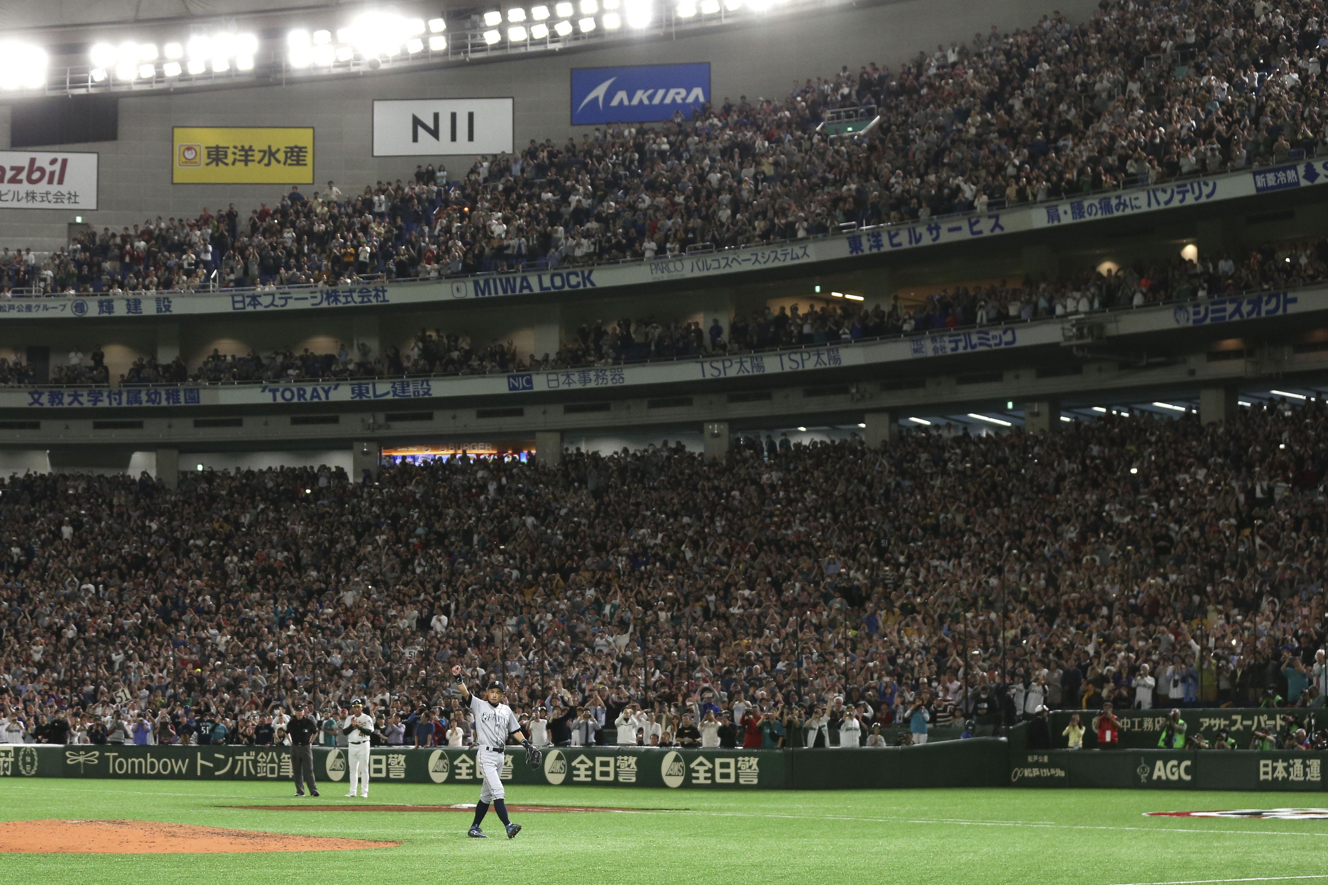 Ichiro Suzuki to retire, leaves field to standing ovation (Video)