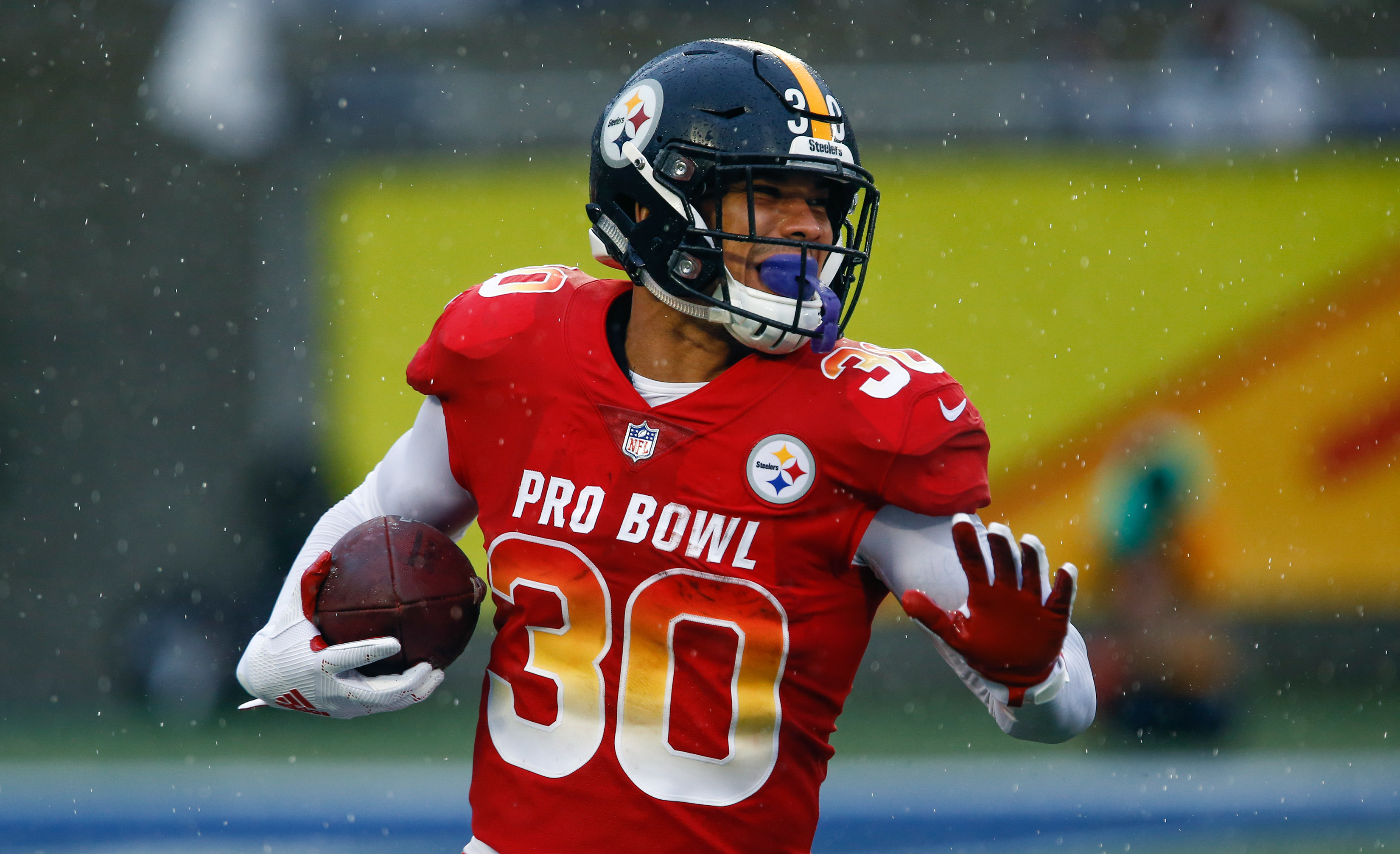 Le'Veon Bell has high praise for James Conner, predicts he'll break Steelers RB records
