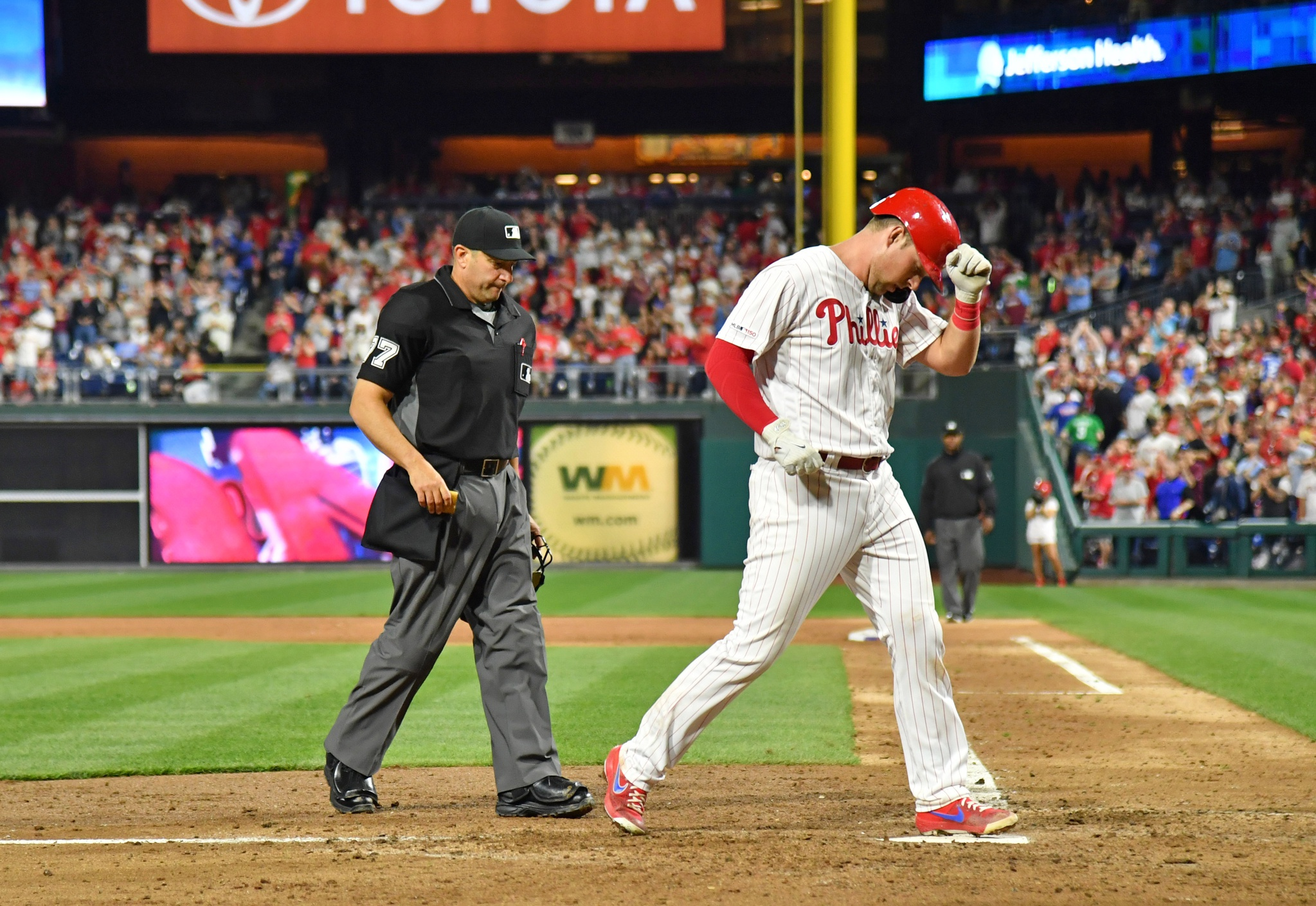 Rhys Hoskins powers Phillies past Nationals