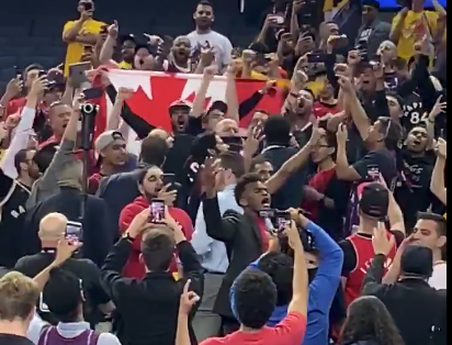 Watch: Raptors supporters take over Oracle Arena, sing 'Oh Canada' after win