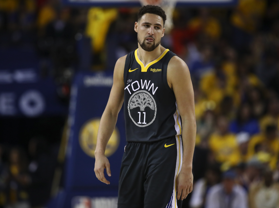 Klay Thompson tears ACL, yet somehow toughs it out to sink free throws (Video)