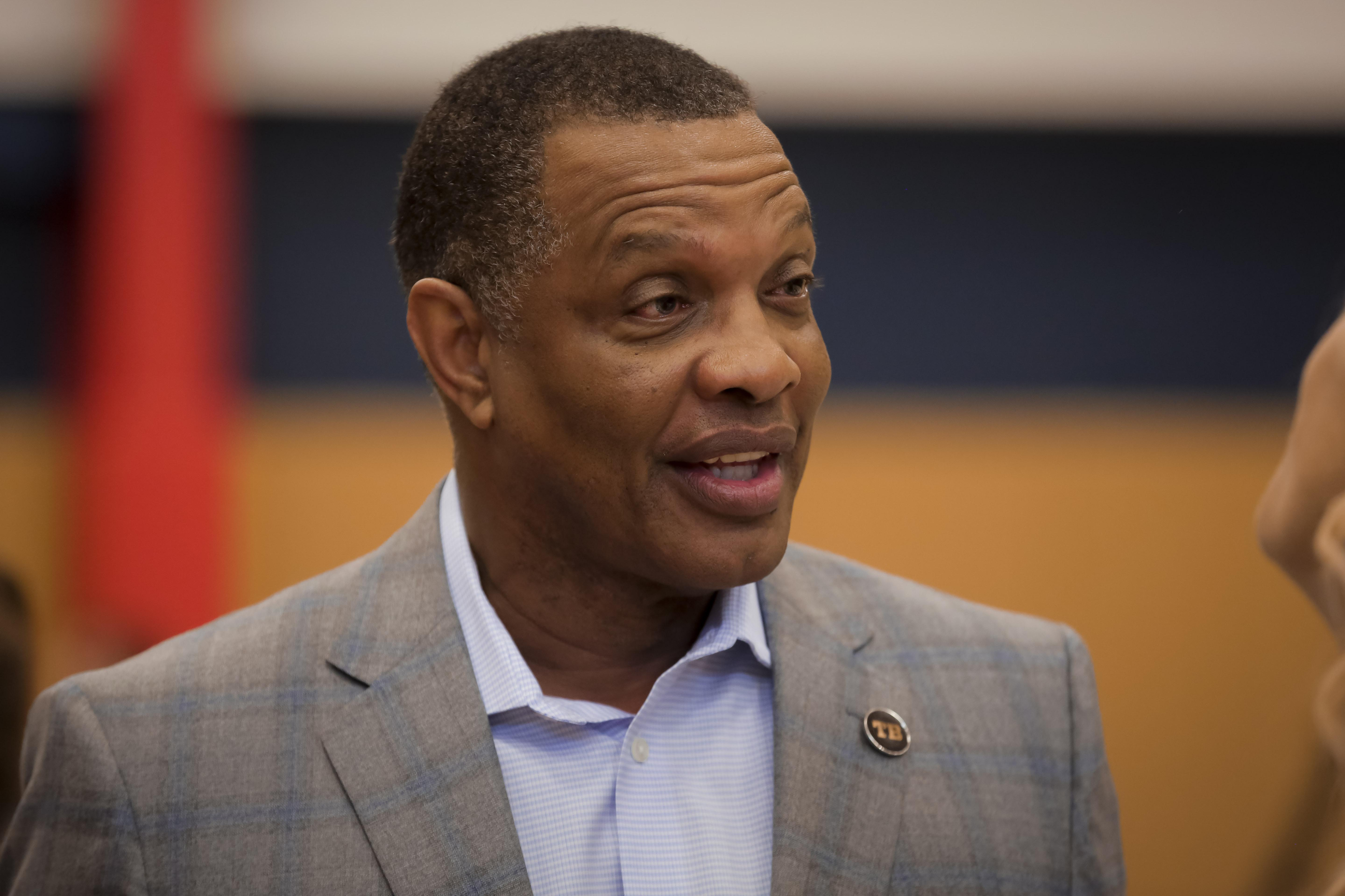 Alvin Gentry has funny take on Anthony Davis trade haul