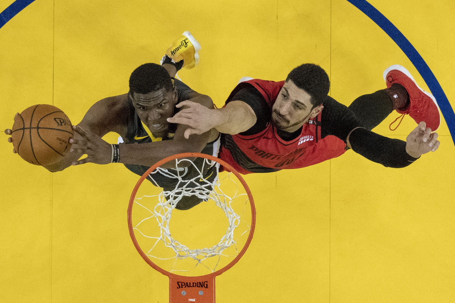 Reports: Celtics out on Clint Capela; eyeing Kevon Looney, Enes Kanter