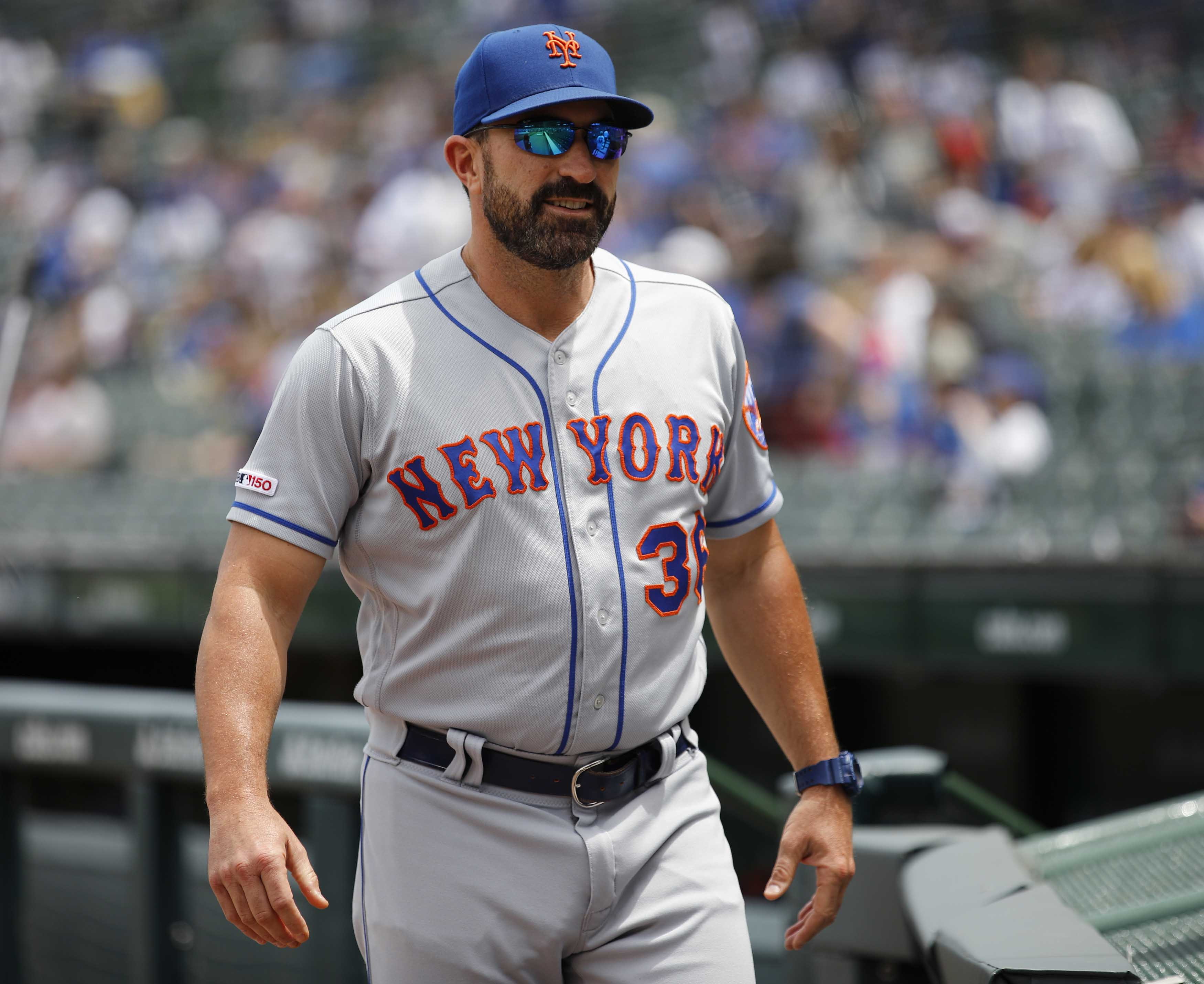 Chaos erupts in Mets' clubhouse as Mickey Callaway, Jason Vargas go after reporter