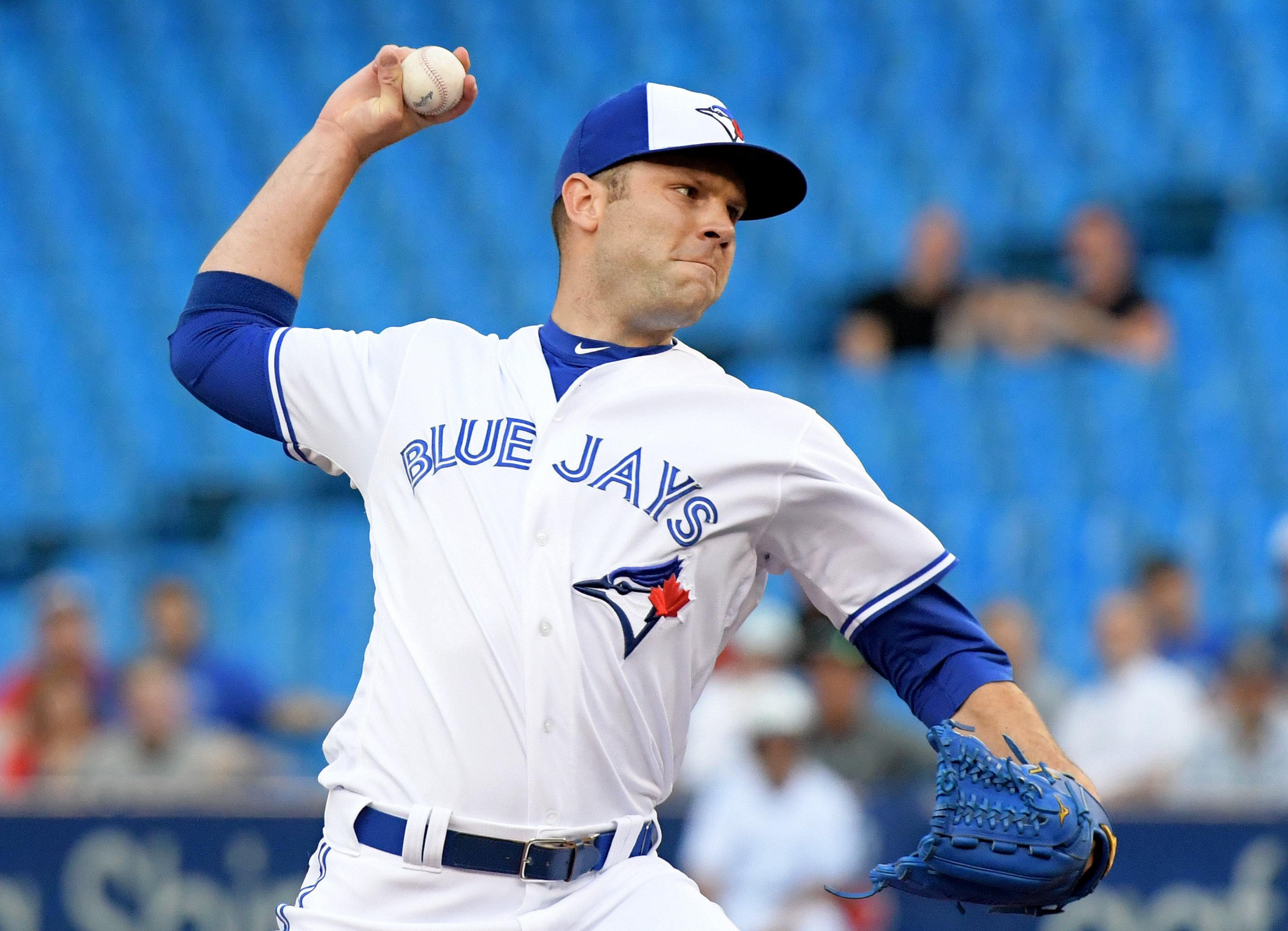 Cubs acquire reliever David Phelps from the Blue Jays for prospect Thomas Hatch