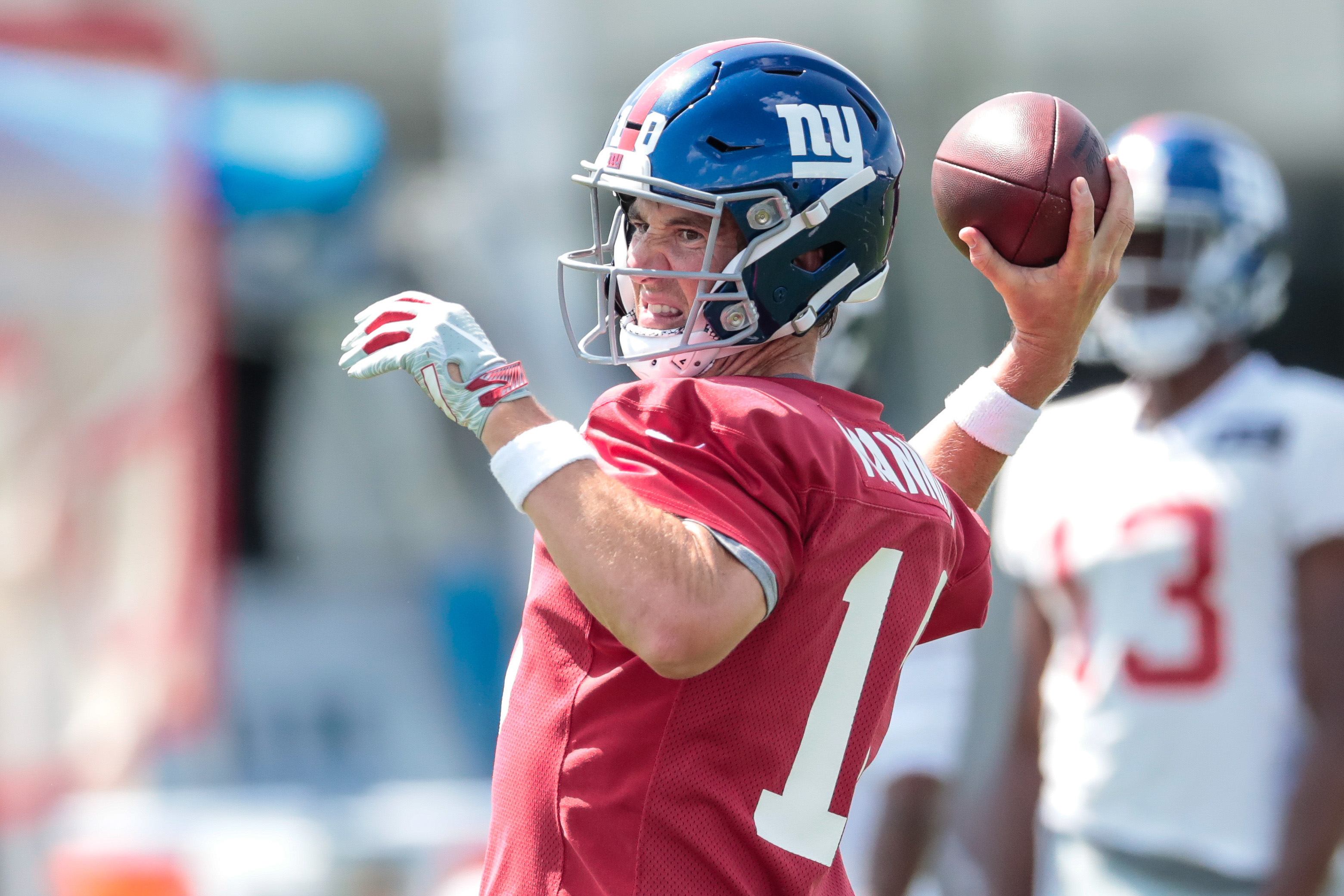 Eli Manning reveals he worked with private pitching coach for arm strength in offseason
