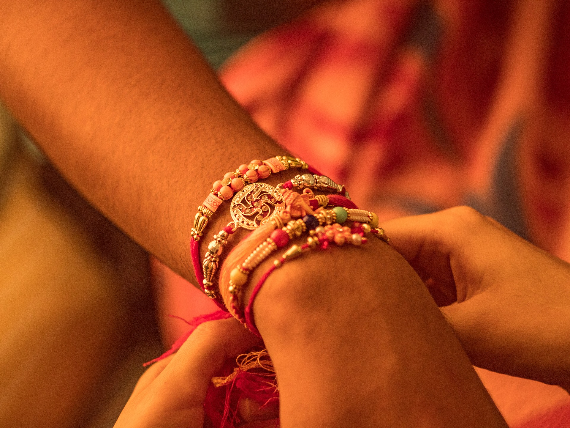 Eminent Rakhi Gift Approaches to Charm Your Pretty Sister