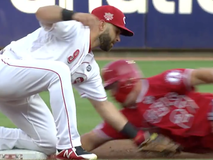 Mike Trout pulls off magicianlike maneuver to avoid being tagged out (Video)