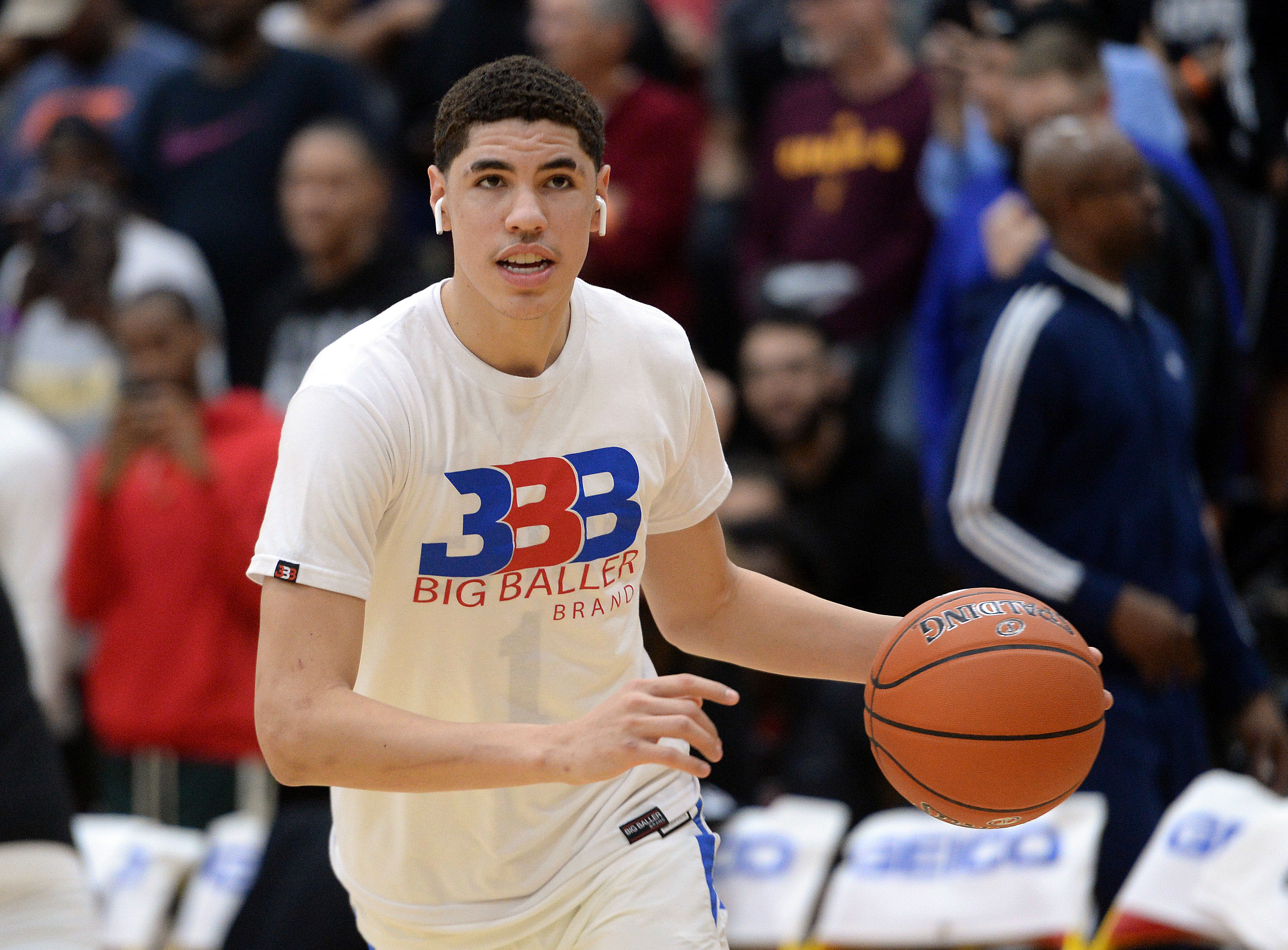 LaMelo Ball inks contract with Hornets
