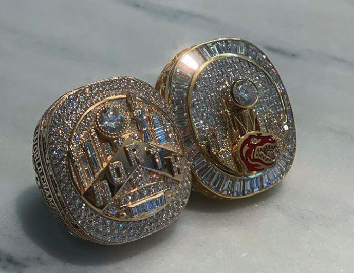 Look: Raptors gift Drake custom championship ring