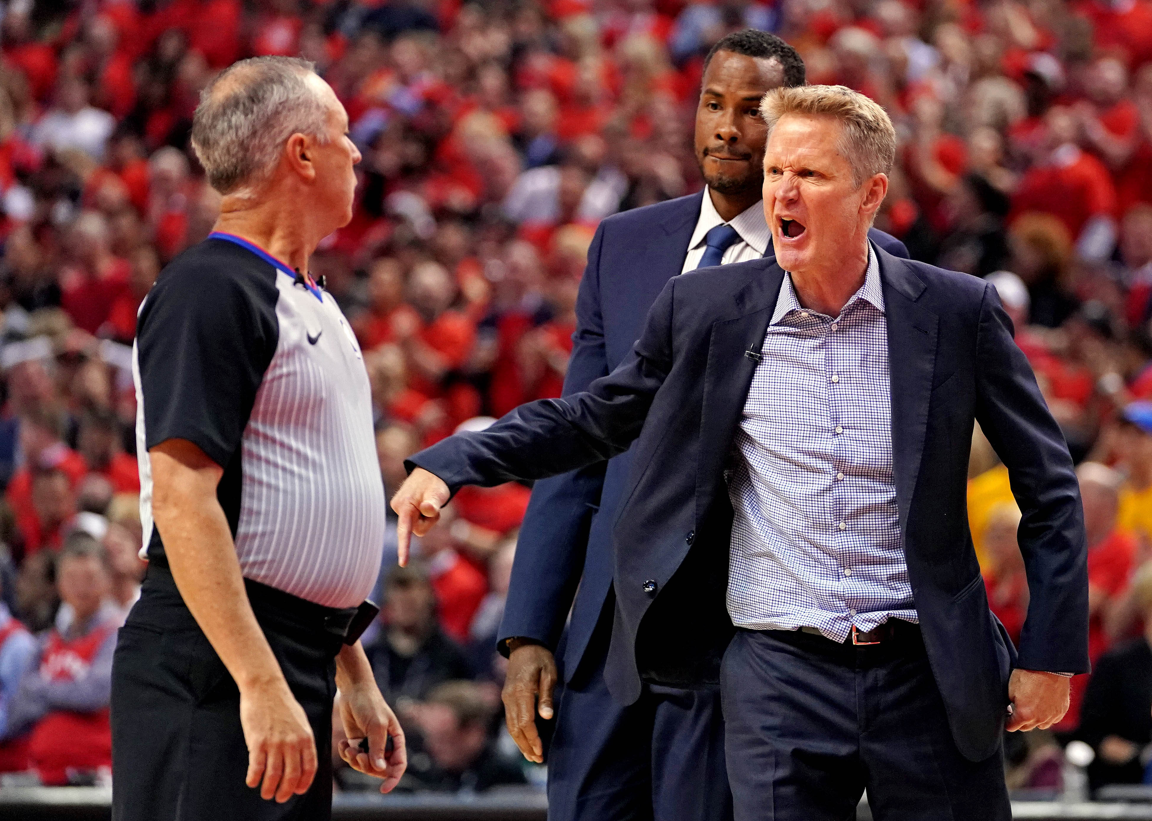 Steve Kerr raves about Stephen Curry's physical condition, abilities