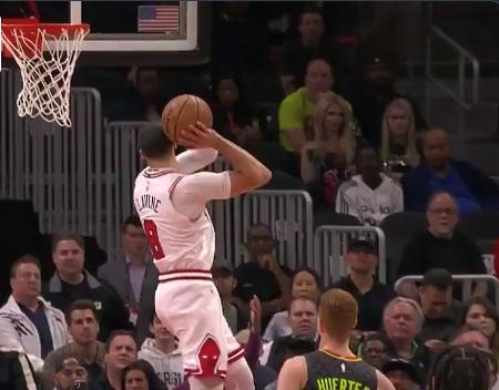 Zach LaVine throws down insane 360 dunk (Video)
