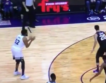Jeff Teague snubs teammate Karl-Anthony Towns (Video)