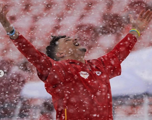 Chiefs players get into snowball fight before Broncos game (Video)
