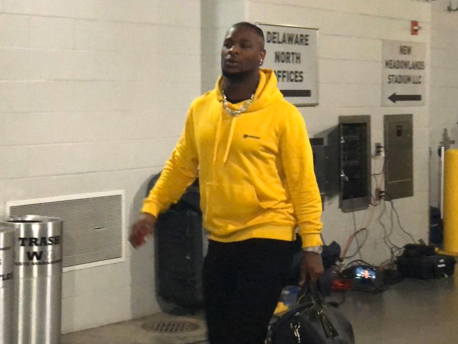 Look: Le'Veon Bell rocks Steelers colors before game, sparks memes