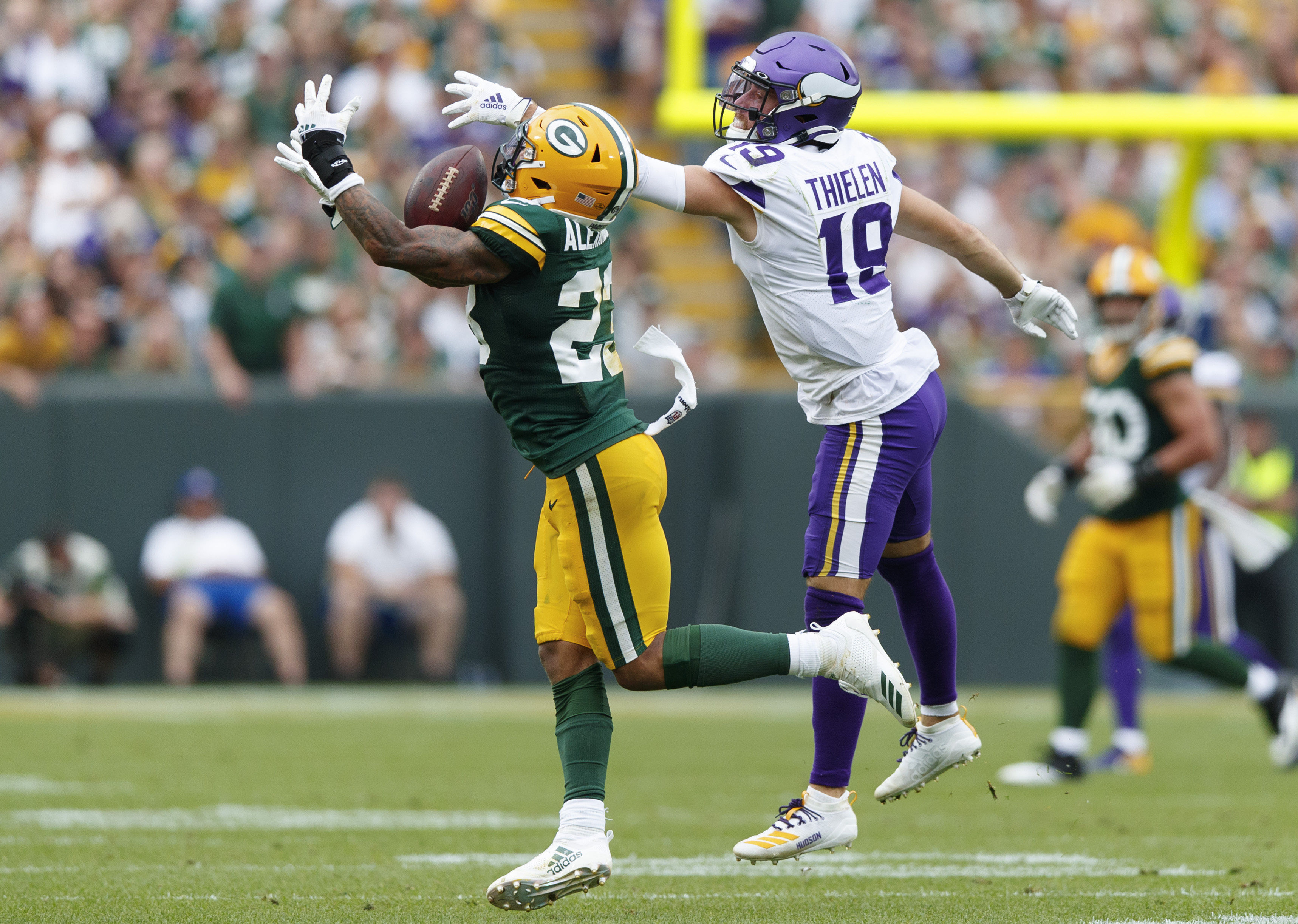 Six Key Factors That Will Determine the Winner of Packers vs Vikings
