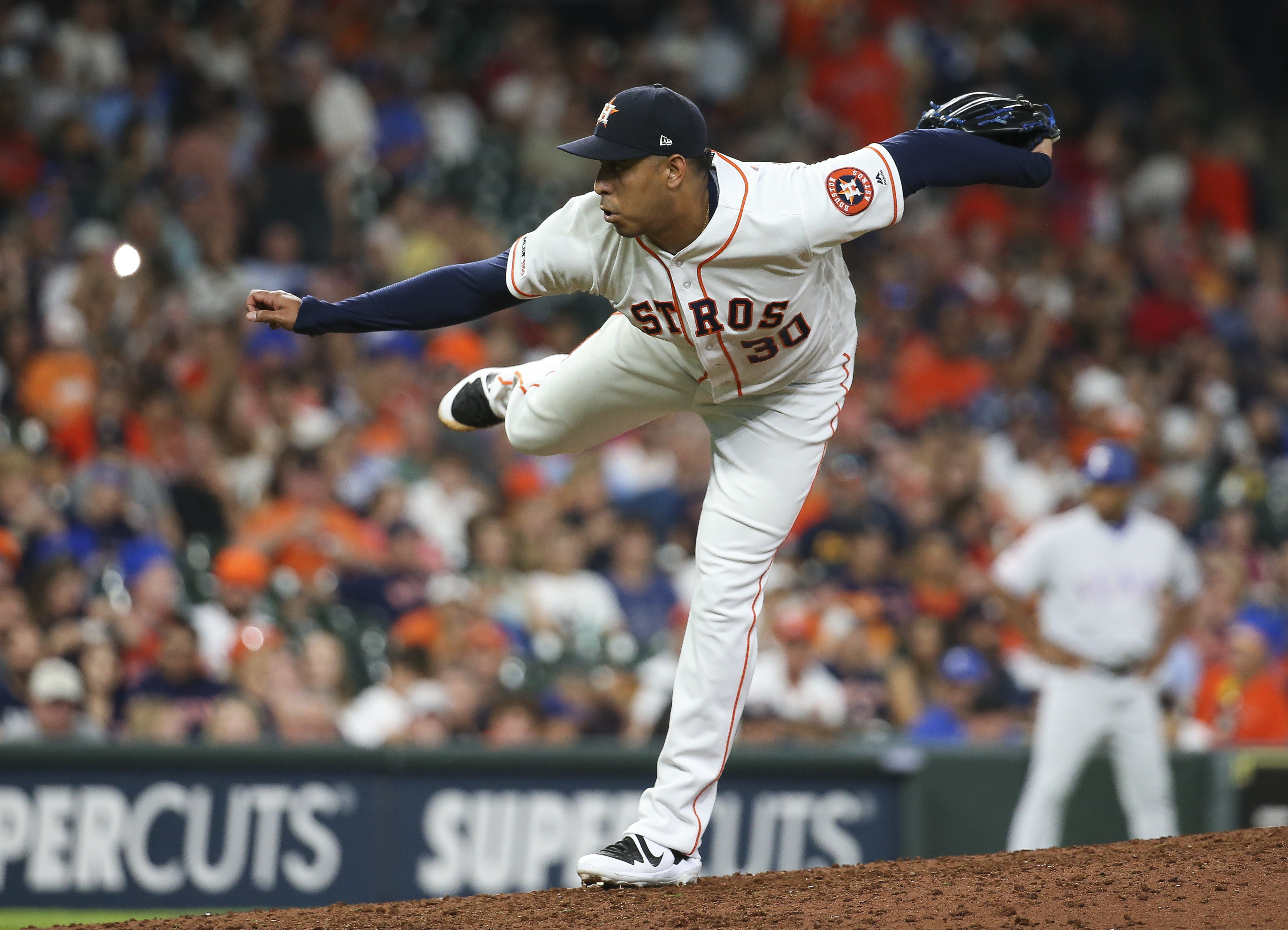 Diamondbacks sign relief pitcher Hector Rondon from the Astros