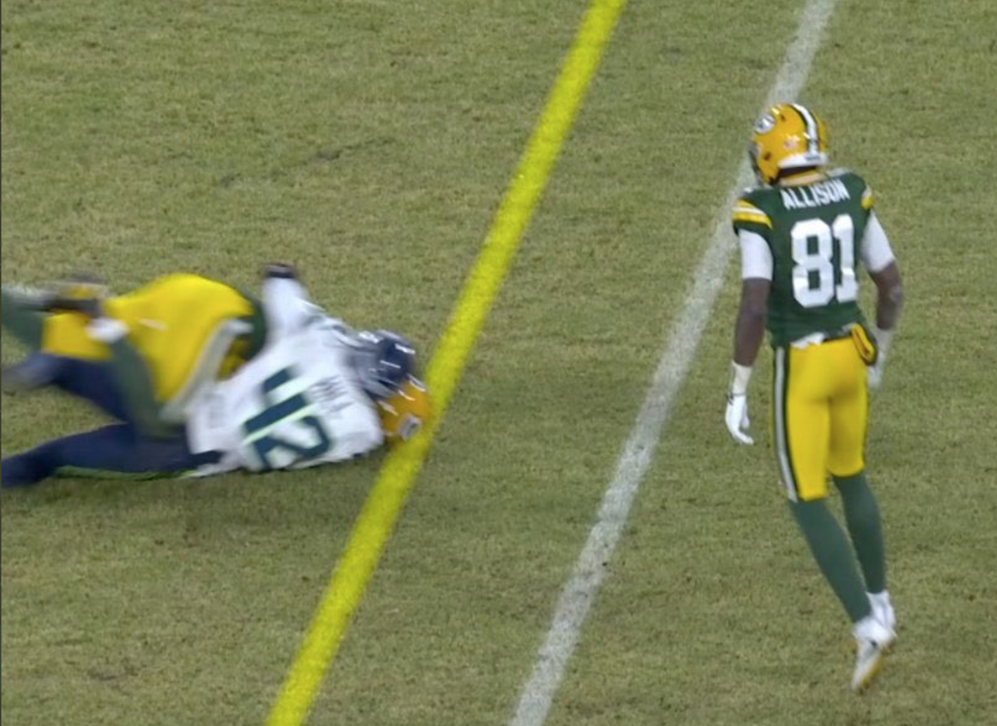 Look: Seahawks screwed by referees' controversial first-down ruling in loss to Packers