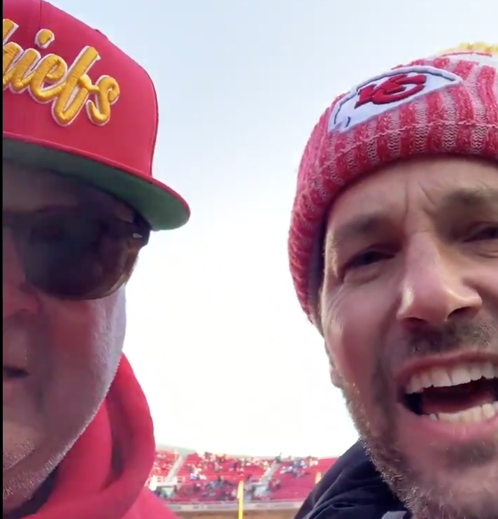 Paul Rudd, Eric Stonestreet fire up Chiefs fans at game vs Titans (Video)