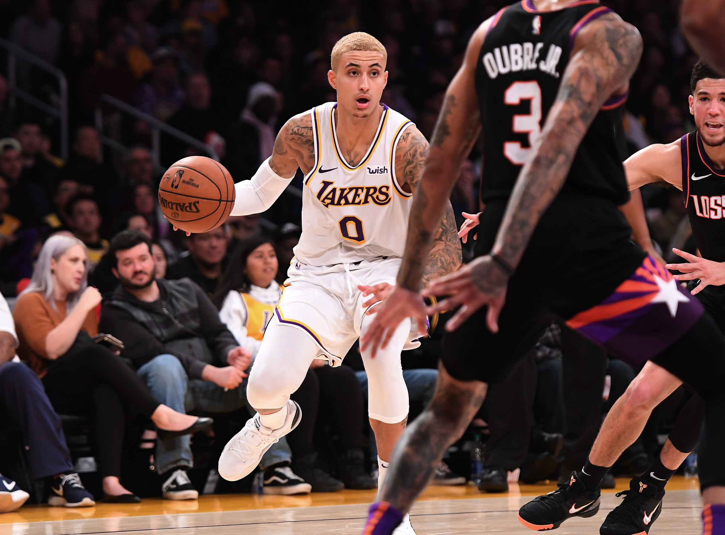Kyle Kuzma gets roasted by fan during game for new blonde hair (Video)