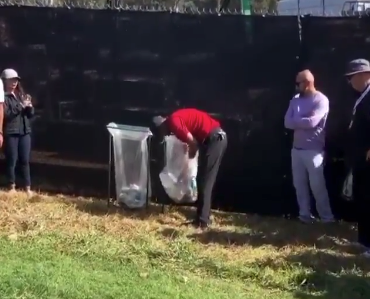 Tiger Woods stuck fishing ball out of trash can after poor shot (Video)