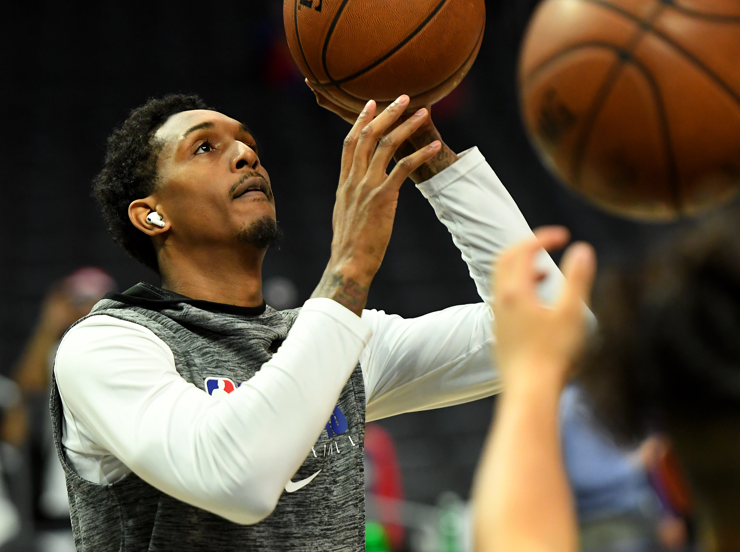Lou Williams releases new song to honor Kobe Bryant