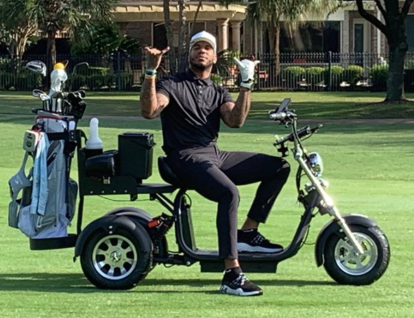 Look: Eric Ebron shows off awesome custom golf cart for social distancing purposes