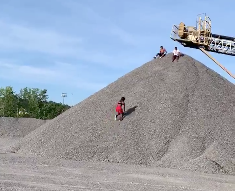Marlon Humphrey shows off epic workout footage, sprinting up gravel in rock quarry