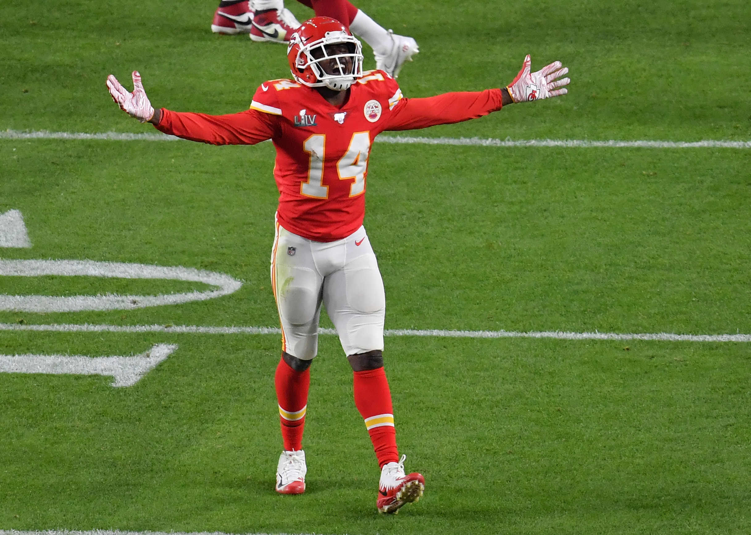 Sammy Watkins explains why he took pay cut to remain with Chiefs