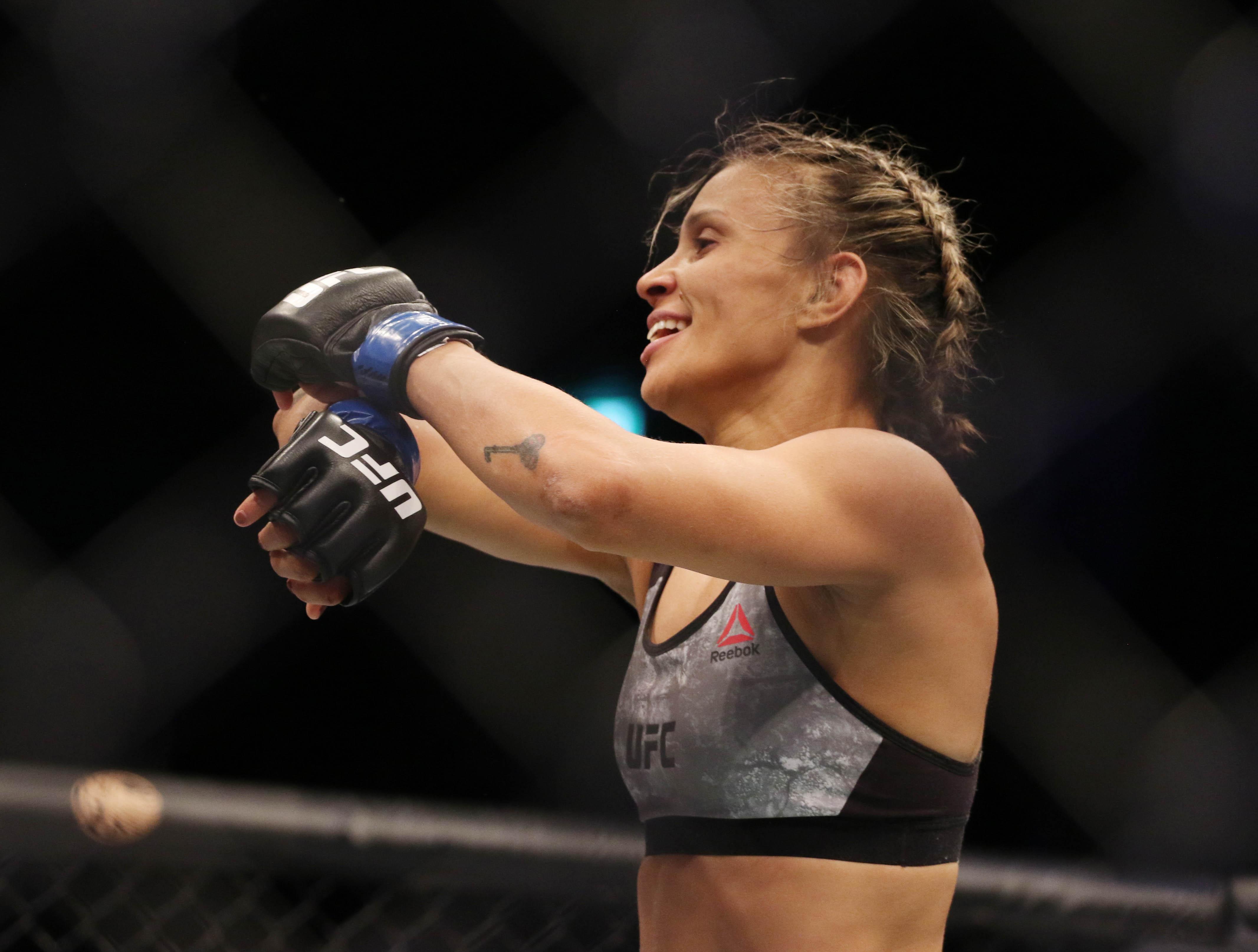 The Livest Dog at UFC Munhoz vs Edgar: Amanda Lemos