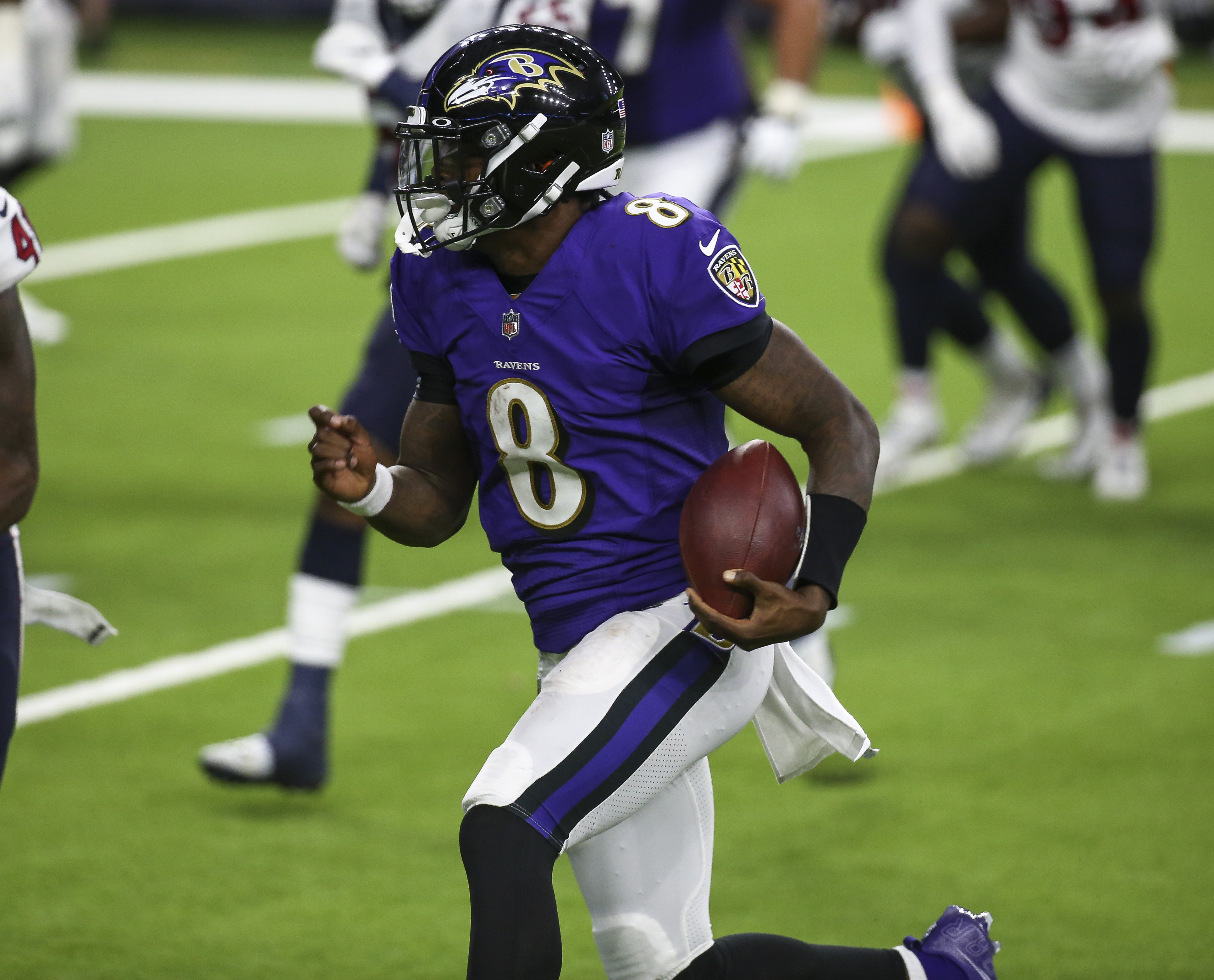 Ravens roll past Giants, 27-13, keep playoff hopes alive