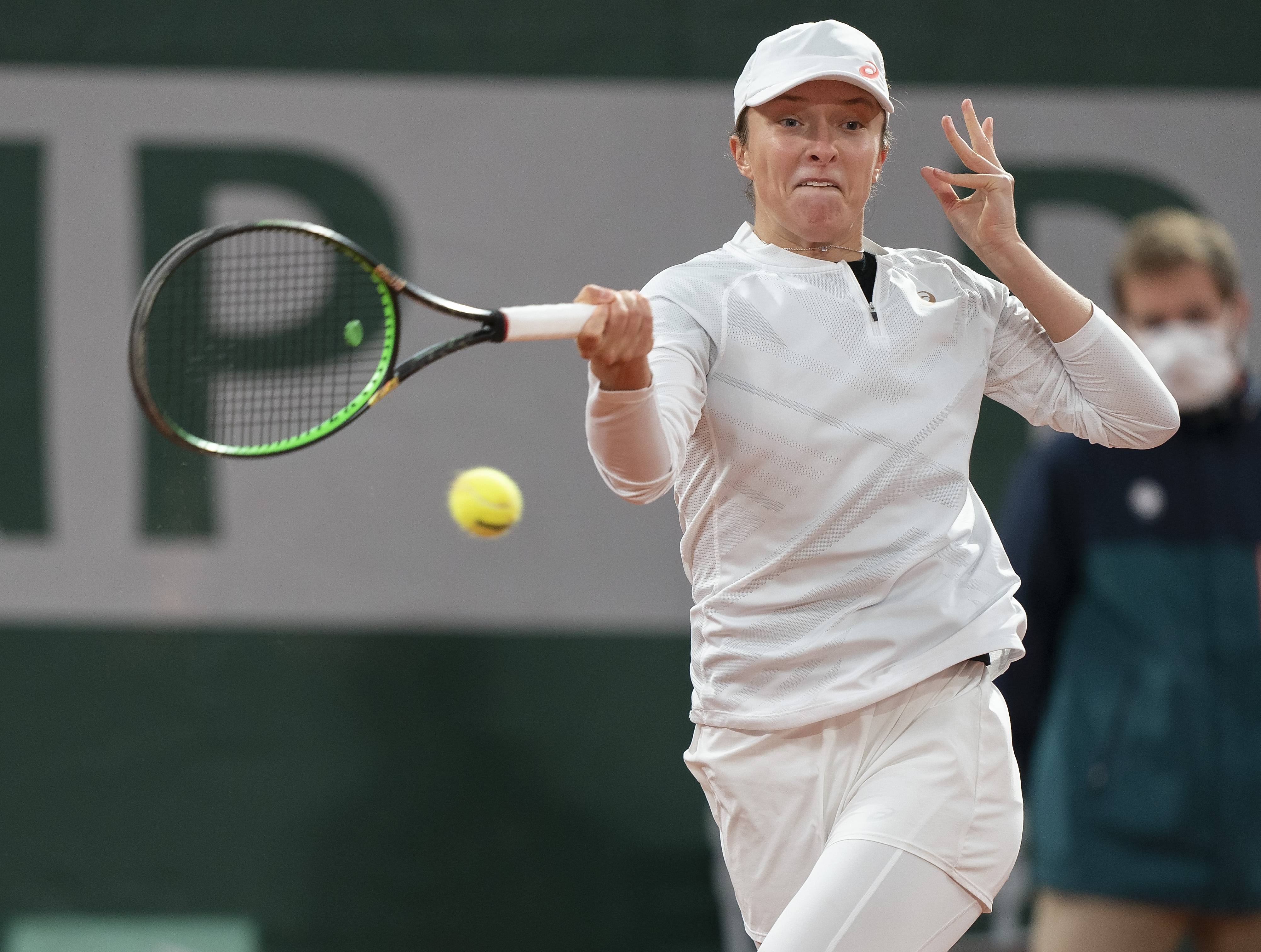 Iga Swiatek, Jannik Sinner deliver stunning upsets at the French Open