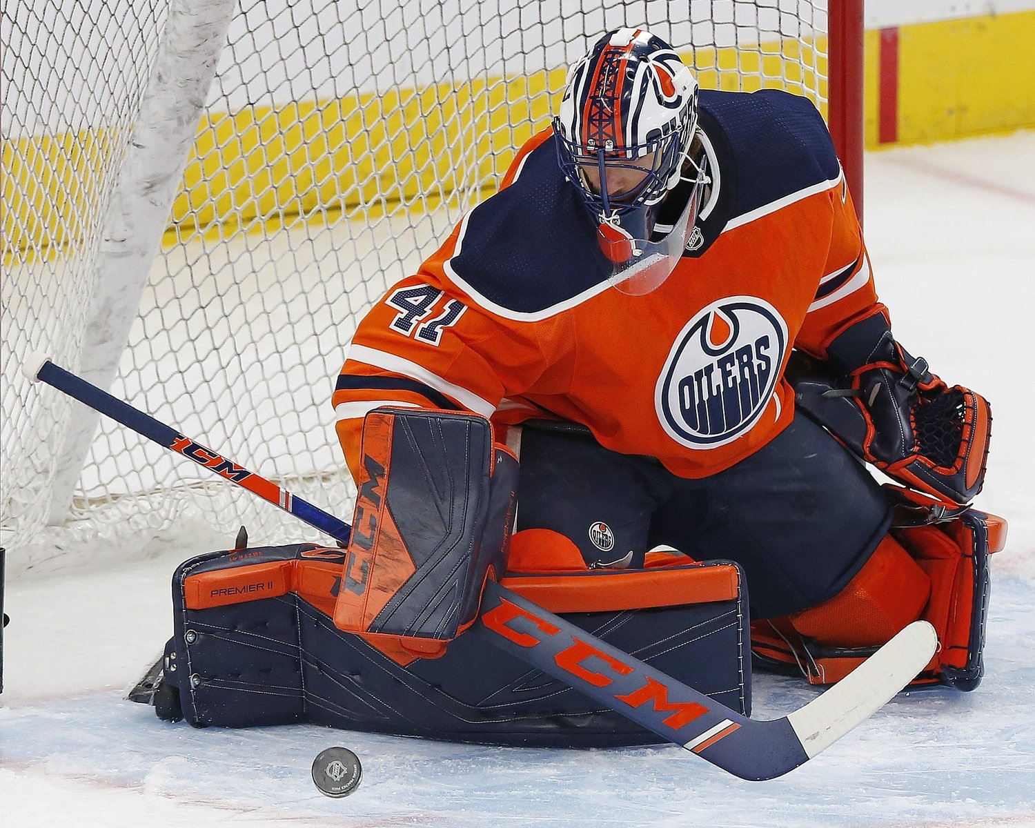 Oilers Re-Sign Mike Smith To One-Year Deal