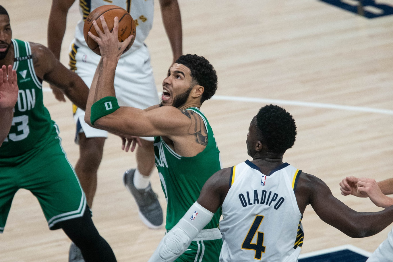 Rapid Recap: Cs overcome third-quarter woes to even up Pacers miniseries