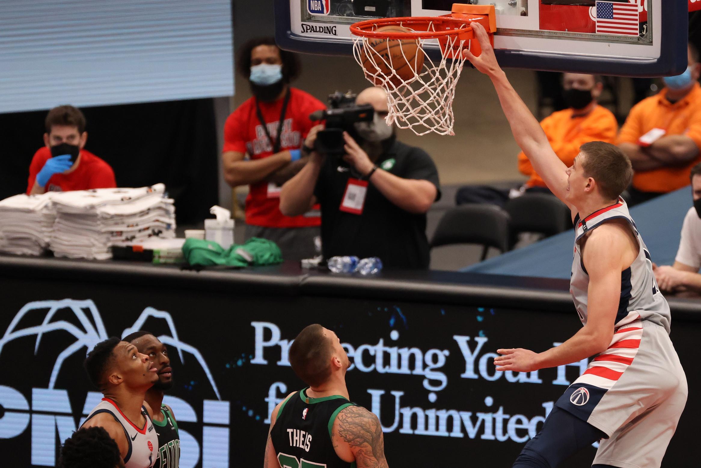 Celtics whiff on Aaron Gordon, trade Daniel Theis to Bulls for cap relief