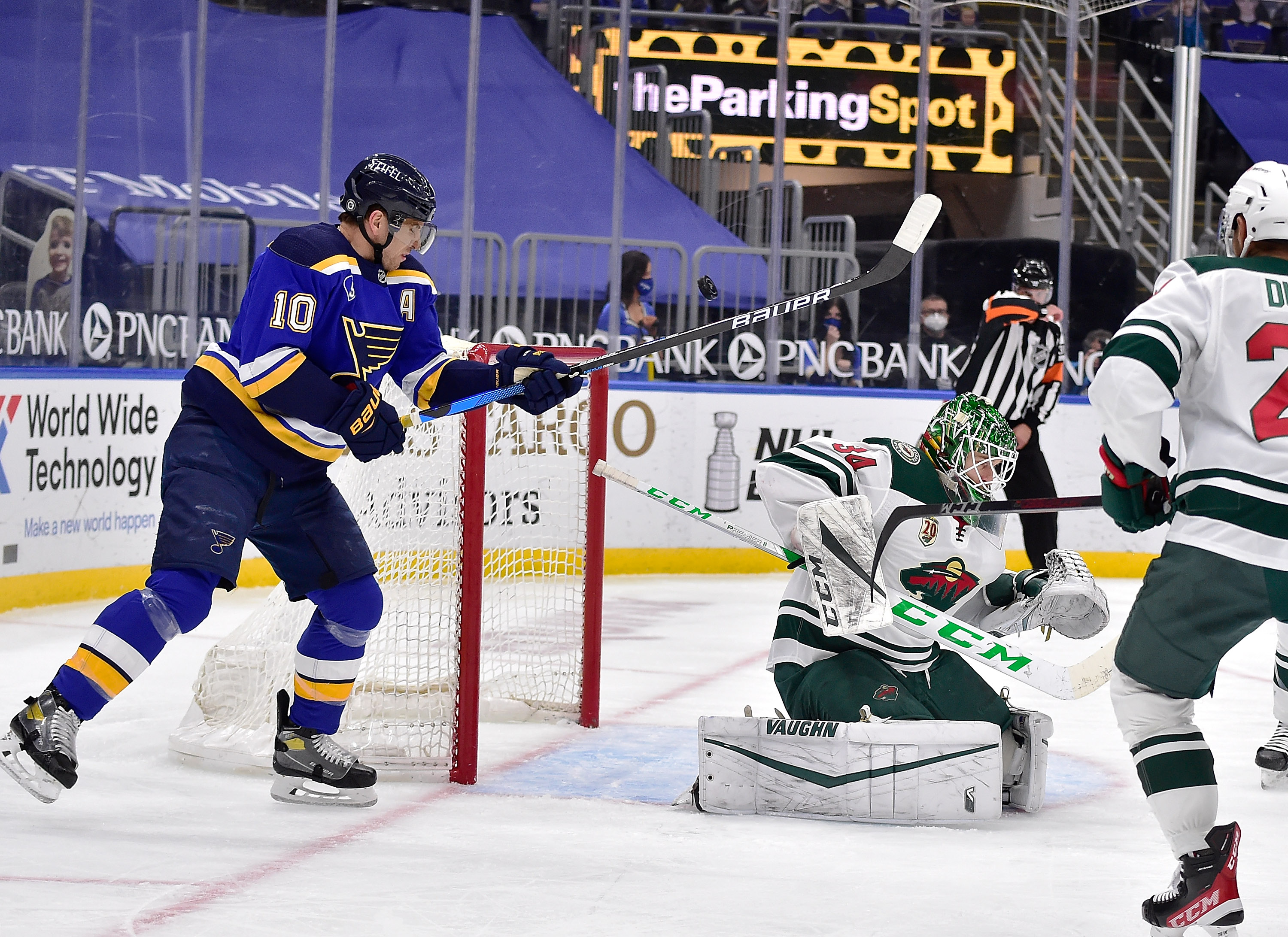Wild blow 3-goal lead in 7-3 loss to Blues