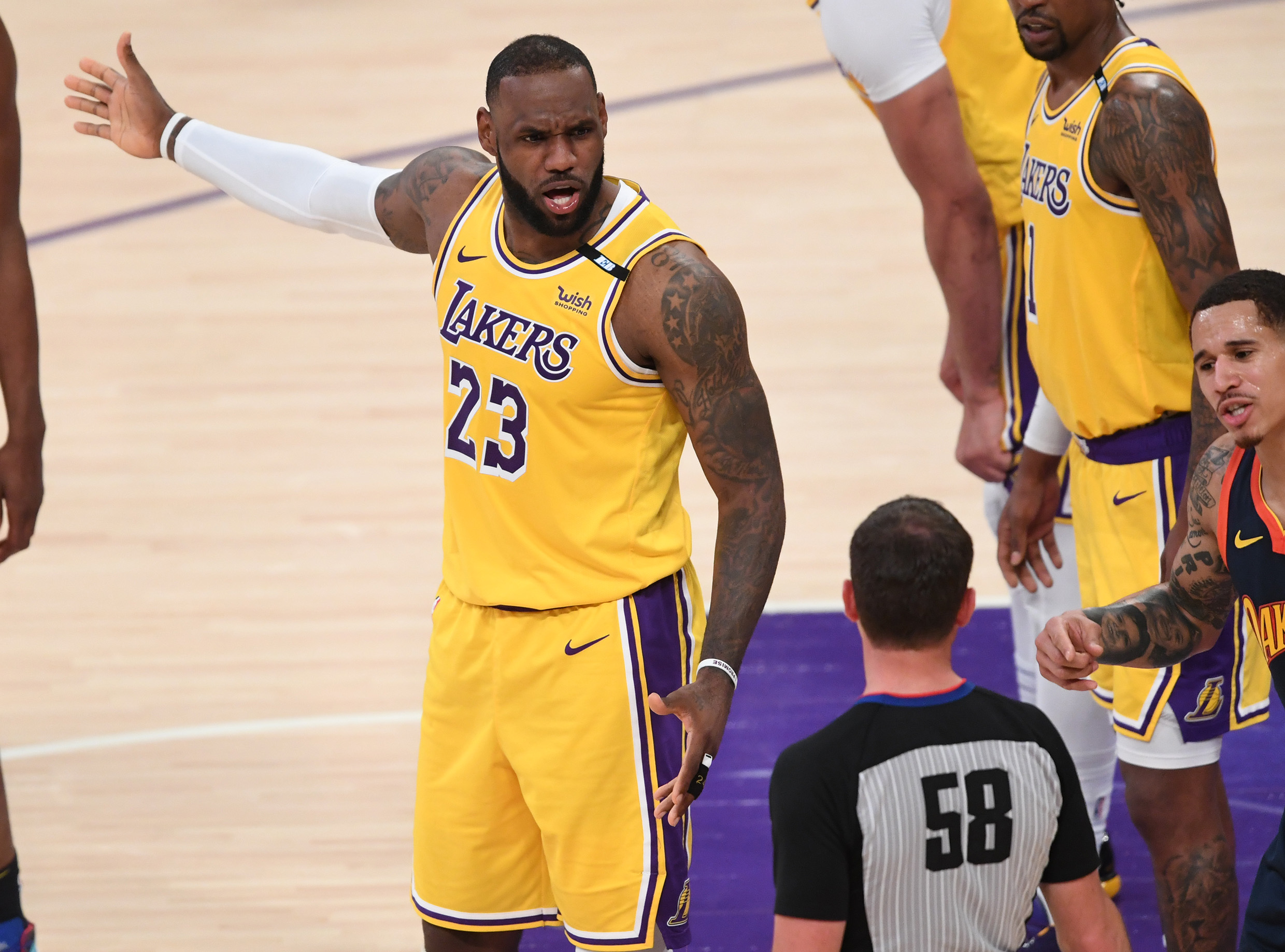 Did LeBron James initially prefer signing with Knicks over Lakers?