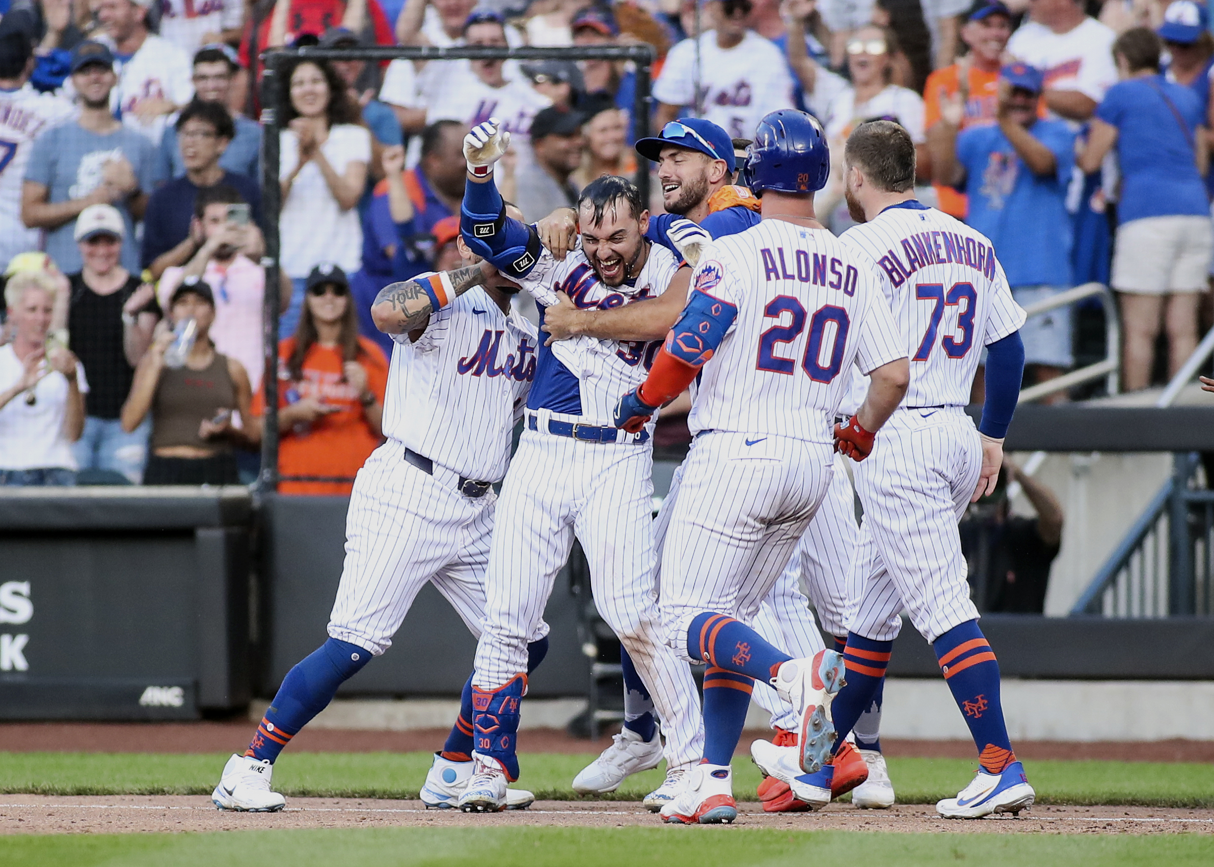 New York Mets rally on three separate occasions to topple Philadelphia Phillies 4-3
