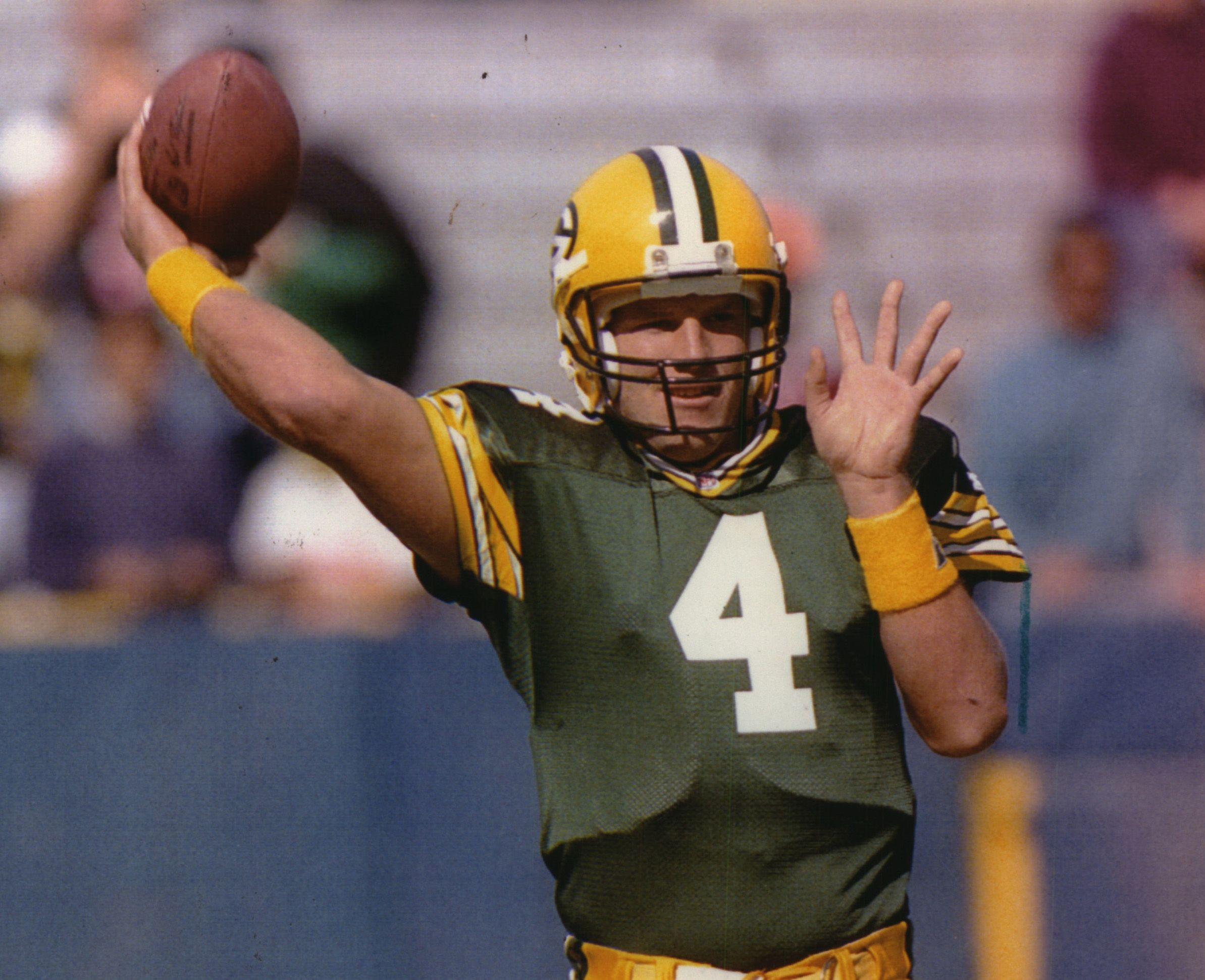 Flashback 1992: Brett Favre Leads Packers to Win Over Steelers in His First NFL Start